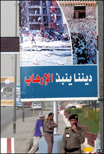 Valla ubica en Riad, sede de la conferencia internacional