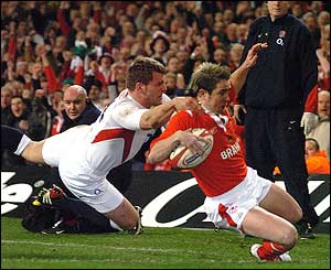Shane Williams goes over to score