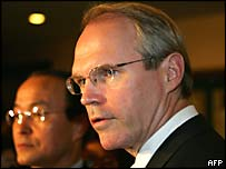 US Assistant Secretary of State for East Asian and Pacific Affairs Christopher Hill (R) and South Korea's Deputy Foreign Minister Song Min-soon