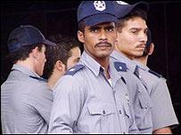 Policías cubanos