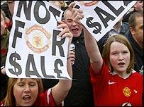 Man Utd fans protesting