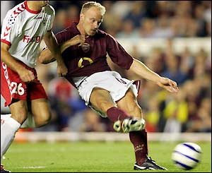 A piece of Dennis Bergkamp brilliance gifts Arsenal a last-gasp victory at Highbury