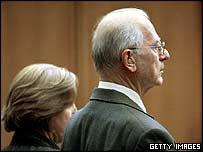 Paul Shanley escucha el veredicto