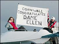 Fans of Ellen MacArthur in Cornwall proclaiming her honour