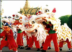 A group dragon dancers perform in front of Cambodia Royal Palace in the capital city Phnom Penh, 08 February 2005.