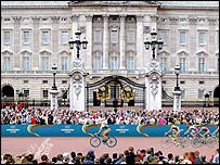 The triathlon at London 2012 would go past Buckingham Palace