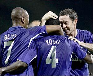 Everton celebrate Joseph Yobo's goal