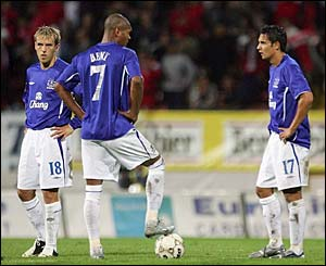 Everton's players wait to kick-off after they concede their second goal to Dinamo Bucuresti