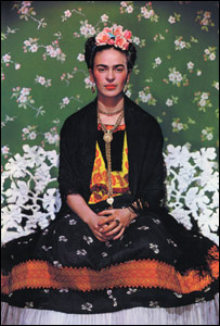 Frida en un banco blanco, 1939, Nickolas Murray, � Nickolas Murray Photo Archives.
