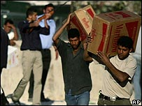Palestinians take back boxes of cigarette cartons to Gaza
