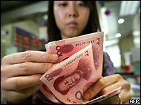 Teller counting yuan