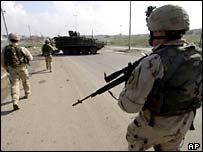 US soldiers on patrol in Mosul