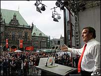 Chancellor Schroeder campaigning in Bremen