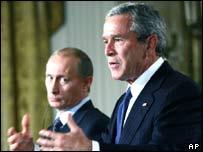 US President George W Bush (R) and Russian President Vladimir Putin