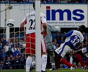 Lomana LuaLua scores for Portsmouth
