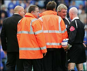 Steve Bruce remonstrates with Dermot Gallagher at half time