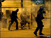 Greek riot police disperse anarchists 17 September 2005
