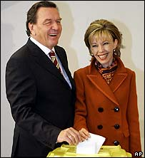 Gerhard Schroeder votes with wife Doris Schroeder-Kopf