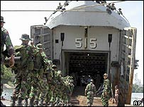 Indonesian soldiers leaving Aceh 18/09/05