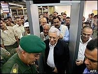 Mahmoud Abbas at the Rafah crossing between Gaza and Egypt