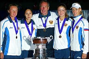 Vera Douchevina, Anastasia Myskina, captain Shamil Tarpischev, Dinara Safina and Elena Dementieva