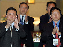 North Korea's chief negotiator Kim Gye Gwan, centre, applauds at the close of the talks over North Korea's nuclear crisis in Beijing, September 19, 2005.