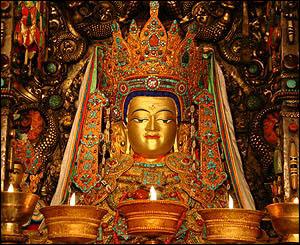 Estatua de Buda como Jowo Sakyamuni en el templo de Joghang, Lhasa.
