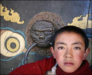 Novicio en el monasterio de Sakya.