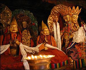 Im�genes sagradas en el monasterio de Sera Thekchenling, Lhasa.