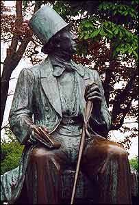 A statue of Hans Christian Andersen. (Photo: James Wooldridge)