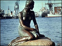 A statue of the Little Mermaid