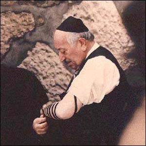 Simon Wiesenthal at the Western Wall, Jerusalem (Pic: Simon Wiesenthal Center)