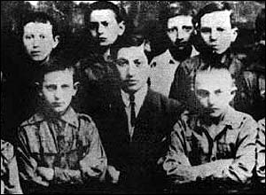 Simon Wiesenthal (c) with a pack of Boy Scouts he led in Poland, 1923 (Pic: Simon Wiesenthal Center)