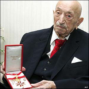 Simon Wiesenthal receiving the Golden Decoration of Merit, Vienna, 2005