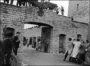 Allied troops liberating the Mauthausen concentration camp in 1945. (Pic: Simon Wiesenthal Center)