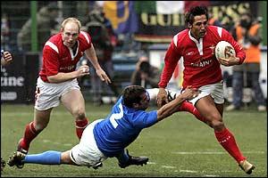 Italy's Fabio Ongaro tackles Gavin Henson