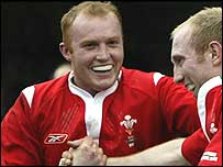 Wales flanker Martyn Williams (left) celebrates a try with Tom Shanklin