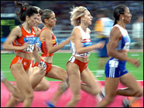 Kelly Holmes runs in the 800m final in Athens
