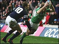 Denis Hickie scores Ireland's third try