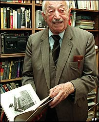 File photograph of Simon Wiesenthal in his office in Vienna, Austria