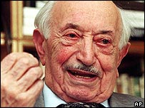 Simon Wiesenthal in a 1999 file photo