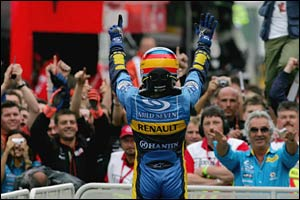 Alonso acknowledges the crowd at Hockenheim