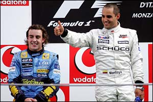 Alonso stands beside Montoya on the podium in Italy