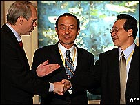 L-R: United States Assistant Secretary of State Christopher Hill, South Korean Deputy Foreign Minister Song Min-so and North Korea's chief negotiator Kim Gye Gwan after reaching agreement in Beijing