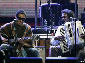 Musicians Lenny Kravitz, left, and Buckwheat Zydeco pair up for a performance at Madison Square Gardens.