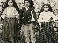 From left to right: Lucia Santos 10, Francisco Marto 9 and Jacinta Marto 7