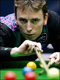 Ken Doherty lines up a pot