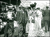 Frank Gehry was influenced by this picture of promenading Edwardian ladies