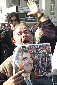 Protester with portrait of Rafik Hariri