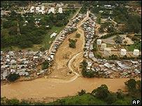 Desborde del río Oro, en Bucamaranga